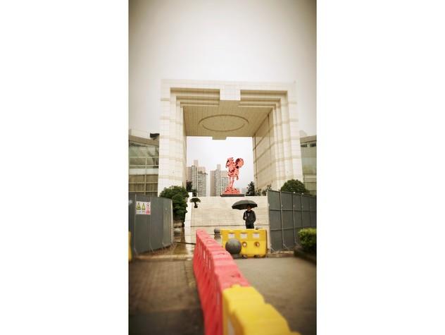 Porta di ingresso al distretto di Liang Jiang, nella nuova aerea di libero scambio di Chongqing - Riproduce il carattere Chuang 闯 'entrare con coraggio'